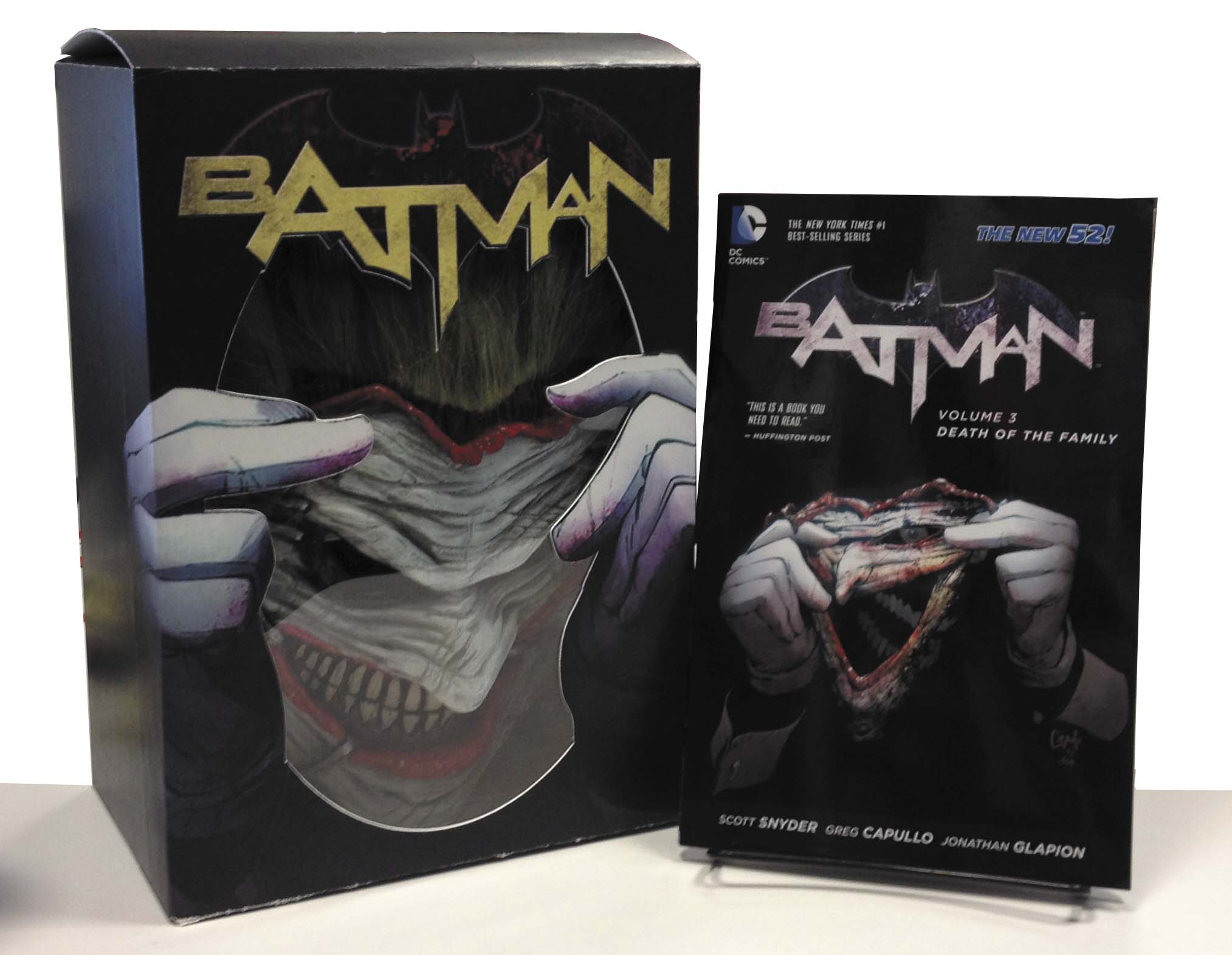 Batman 3 - Death of the Family Book and Joker Mask Set